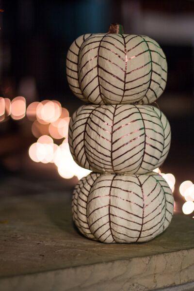 How to Create a Simple, Festive Fall Mantel | Richshome.com