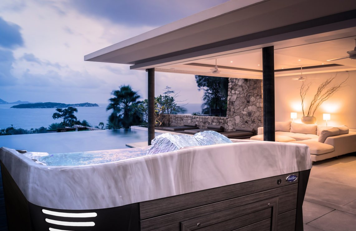 Infinity Edge Hot Tub | Coast Spas | Richshome.com/blog